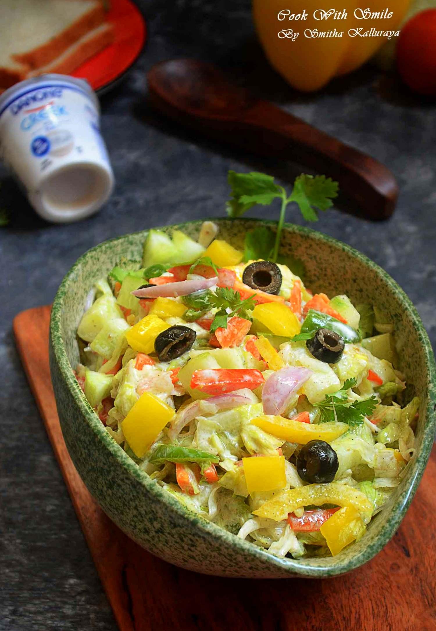 veggie salad with yoghurt dressing
